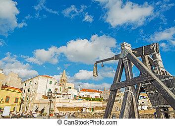catapult in Alghero - antique catapult by Alghero promenade,...