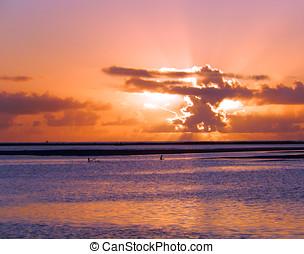 Crepusculo da matutino - O surgimento do sol no mar de Porto...