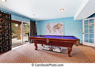 Entertainment room with pool table