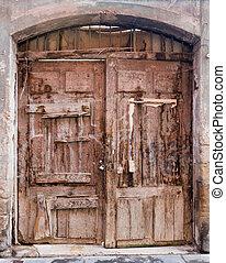 Vintage wooden double door - Vintage wooden double door in...