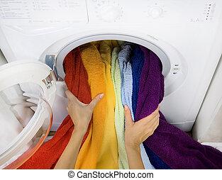 mulher, Levando, cor, lavanderia, lavando, máquina