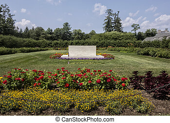 FDR Gravesite - The gravesite of Franklin and Eleanor...