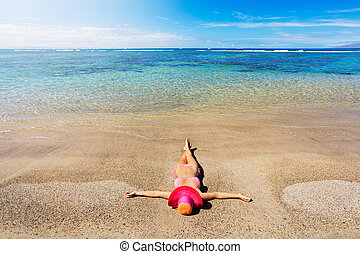 Woman relaxing on the beach - Young fashion woman relaxing...