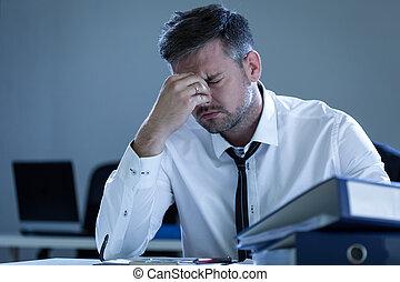 cansadas, homem negócios, escritório