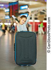 pequeno, menina, waving, adeus, aeroporto