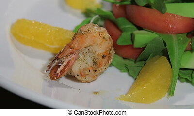 Shrimp salad - Hand lozhit shrimp on a beautiful dish.
