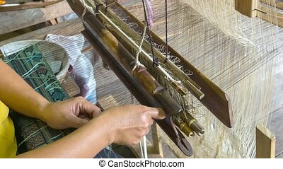 Weaving pattern on an old loom Laos, Luang Prabang - Video...