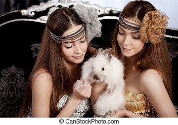 hermoso, elegante, dos, conejo,  Womans