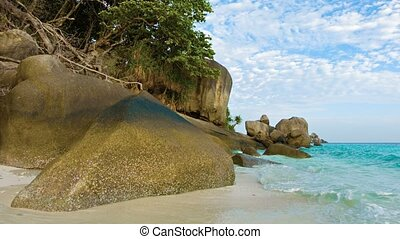 Large rocks on the beach Thailand, Similan - Video 1080p -...