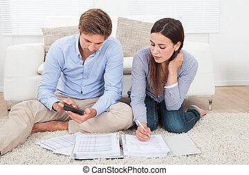 pareja, calculador, presupuesto, en, hogar