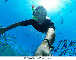 Freediver: underwater selfie - Freediving: self-portrait of...