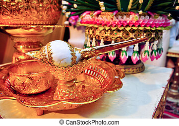 Conch for wedding - Conch was decorated with gold, used as...