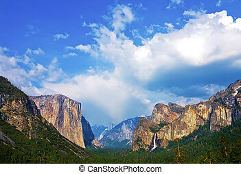 Yosemite National Park - Yosemite Valley with cloudy sky