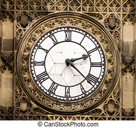 Manchester Town Hall - Clock of Manchester Town Hall, Albert...