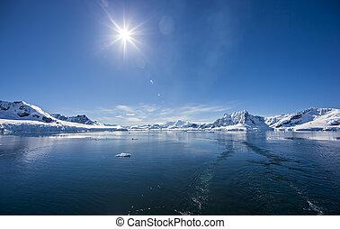 Antarctic Ocean Ice Landscape - Antarctica Outstanding...