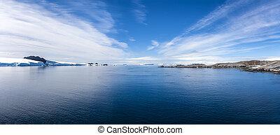 Antarctic Panorama Paradis Bay - Antarctica Outstanding...