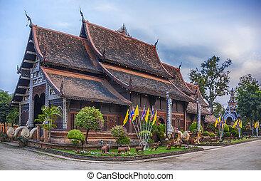 Wat Lok Molee temple in Chiang Mai - Wat Lok Moli sometimes...