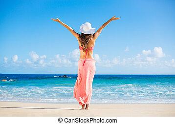 heureux, femme, plage