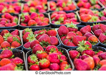 cestas, de, fresco, fresas, en, Un, calle, Mercado