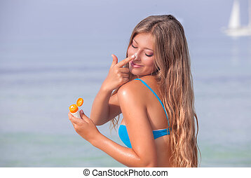 sun protecion woman with suntan lotion