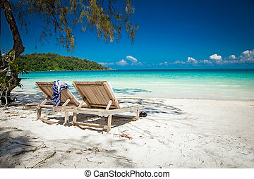 Beautiful turquoise beach on Koh Rong Samloem in Cambodia. -...