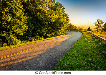 The Blue Ridge Parkway at sunrise, in North Carolina. - The...