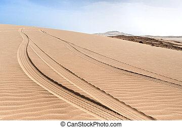 Dunes of Morro d?Areia, Boavista, Kapverden - tire-tracks in...