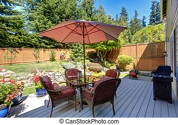 Backyard patio area with landscape - Beautiful landscape...