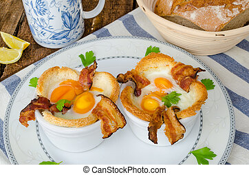 Muffins with eggs and bacon with black tea and lemon