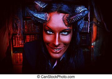 sorrindo, diabo