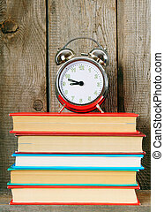 de madera, alarma, Libros, estante, reloj