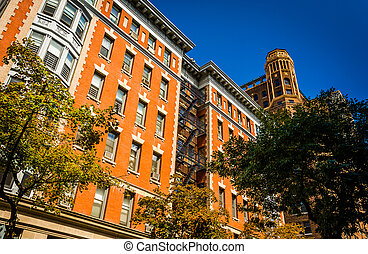 Buildings on Clark Street in Brooklyn Heights, New York. -...
