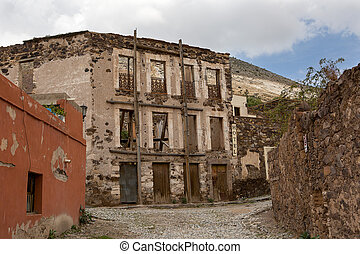 Real de Catorce streetscape with anbandoned hotel - Real de...