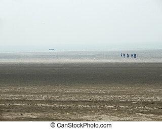 Low tide, lost people