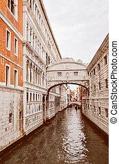 Bridge of Sighs Venice - Ponte dei Sospiri (Bridge of Sighs)...