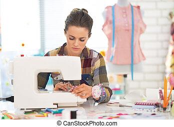 máquina, modista, mujer, Costura, trabajando