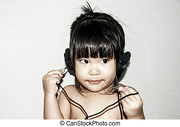 baby listen music from headphone