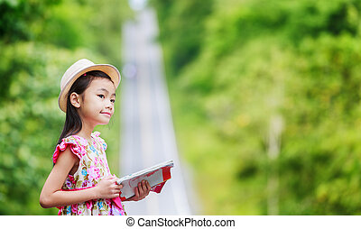 Little girl Find the right direction - Little girl Travel...