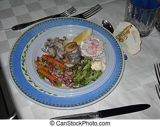 piatto tipico di pesce siciliano - un piatto di pesce tipico...