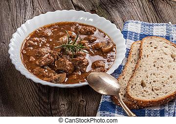 Goulash, sopa