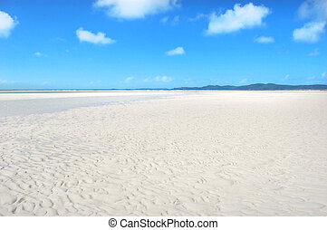 Whitehaven Beach at Low Tide - Whitehaven Beach in the...