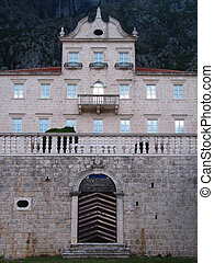 Old palace - An old palace once owned by a wealthy family,...