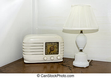 Clasic radio from the fifties and old white lamp - Antique...