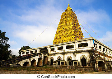 Bodh Gaya pagoda with cloud - Golden Bodh Gaya pagoda with...