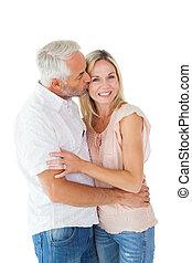 carinhoso, homem, beijando, seu, esposa, bochecha