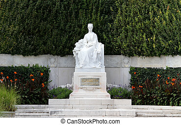 Splendid monument to Empress ELISABETH SISSI in Vienna -...