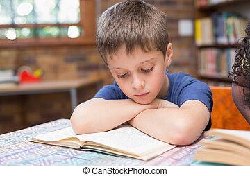 lindo, alumnos, lectura, Libros, en, biblioteca,