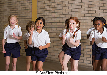 lindo, alumnos, warming, Arriba, en, PE, uniforme,