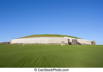 Newgrange in Ireland - This building is UNESCO World...