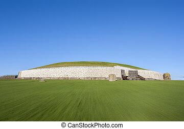 Newgrange in Ireland - This building is UNESCO World...